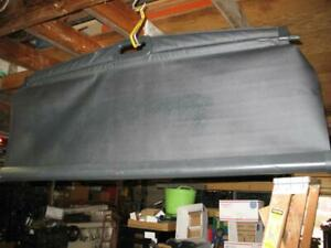 1999-2004 Jeep Grand Cherokee BLACK Cargo Cover in excellent condition