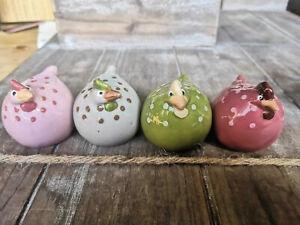 4 x kleine Keramik Hühner Henne Huhn Osterdeko Dekofigur Landhaus Bauernhof Rosa