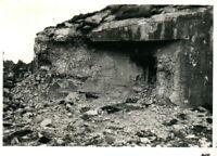 Foto, Blick auf einen geknackten Bunker (N)20713