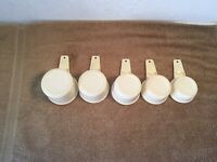 Vtg Tupperware Measuring Cups Set of 5 cream almond - 1/3, 1/2,2/3, 3/4, 1 Cup