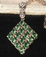 Vintage jewellery very pretty sterling silver & real peridot pendant & chain