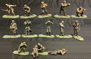 Forces of Valor WWII U.S. 82nd Airborne w German Prisoners - 14 painted 54mm