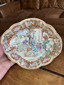 A very good 18th century Qianlong period Chinese saucer dish