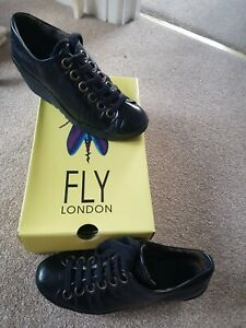 Fly London ladies black leather chunky shoes size 5 ( 38 )
