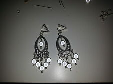 boucle d oreille magique blanche avec pampille clip ou non earrings