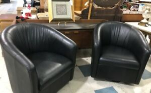 Natuzzi B596 Collection Pair of Black leather Swivel Barrel Chair