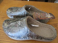 REALTREE AP INSULATED CLOG SLIP ONS MEN'S SIZE 9/9.5 CAMO LIGHTWEIGHT CAMOUFLAGE