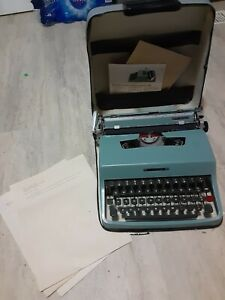 Vintage Olivetti Underwood Lettera 32 Portable Typewriter w/ Case, Italy