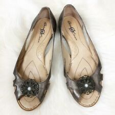 Born Crown Open Toe Flats Brown Bronze Leather Pearl Detailing Women's 7
