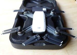 DJI ✨ SPARK Alpine Weiß Quadrocopter 🚁 Kamera-Drohne MM1A  ⭐ NEUWERTIG ⭐ TOP