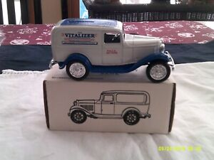 NIB ERTL 1932 Panel Delivery Bank-1/25 Scale-Vitalizer #9602