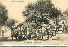 CARTE POSTALE / L'INDE DES RAJAS LES BHIL ARRIVANT A L'EGLISE 1910