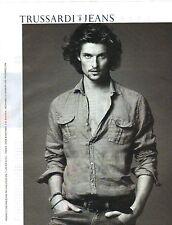 PUBLICITE ADVERTISING 2012   TRUSSARDI JEANS habille l'homme
