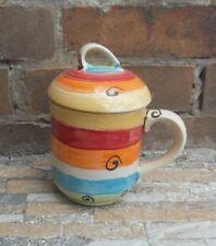 Tassen im Landhaus-Stil aus Keramik