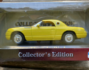 ROAD SIGNATURE COLLECTOR'S EDITION 1:43 DIECAST FORD THUNDERBIRD (2000) - NEW