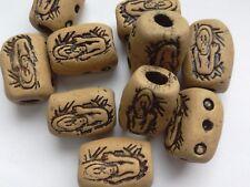 10 Cuentas De Arcilla estilo primitivo, diseño de hombre beige 19 mm. joyas/encanto grano/Craft