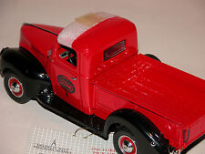 1940 FORD PICKUP TRUCK RED FRANKLIN MINT 1:24 & DISPLAY CASE