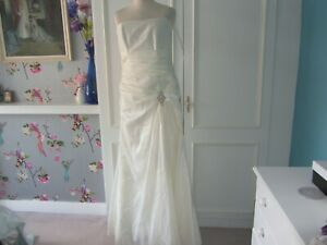 Alexia Designs ivory crushed taffeta wedding gown. lace up 14