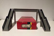 HORNBY RAILWAY R071 'OO' GAUGE MODERN CONCRETE FOOTBRIDGE USED WITH ORIGINAL BOX