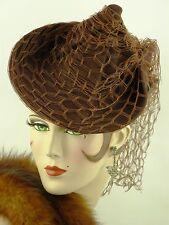 Cappello VINTAGE 1940 S USA Marrone Ruggine Feltro Twisted CORONA Tilt Cappello W balza velo Trim