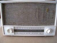 Vintage 1959 Zenith AM / FM-AFC / FM Tube Radio Model L724 - White -Works