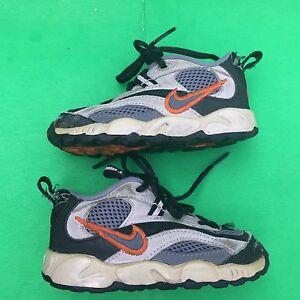 NIKE boy's fashion running walking shoe size--5.5C