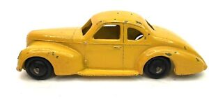 Dinky Toys 39F Studebaker Commander (Smooth Hubs)