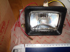 Foco para caber Yto 180 DFH 200 luz frontal de tractor rabtrak con tornillos/Springs