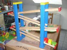 Holzspielzeug Spielbahn mit verschiedenen geometrischen Formen