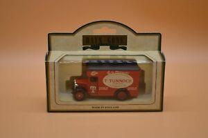 Lledo No 16032 - Diecast Model Of A 1934 Dennis Parcels Van - TUNNOCKS BAKERY