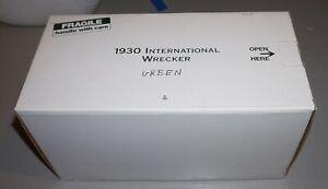 1930 International Wrecker Green 1/24 Danbury Mint Diecast New Never Out Of Box!