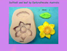 Daffodil and leaf, cup cakes, gumpaste, icing, cupcake topper