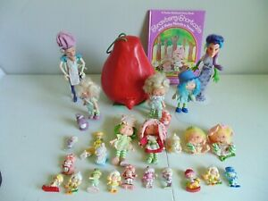 LOT STRAWBERRY SHORTCAKE Carry Case 7 Dolls, 3 Pets 15 mini figures book