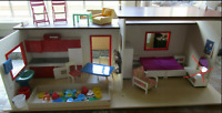 Puppenhaus Puppenstube VERO  DDR 80er Jahre Holz Puppenmutti  mit Einrichtung