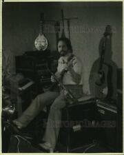 1984 Press Photo Musician Jerry Cali Plays Guitar - sya24312