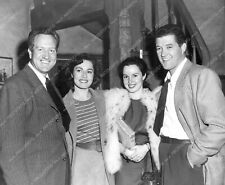 8b20-10320 candid Dennis Morgan his wife out with friends 8b20-10320