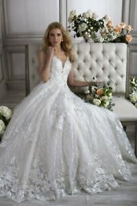 PL5 size 14. Adrianna Papell .Louisa, wedding dress and cathedral length veil