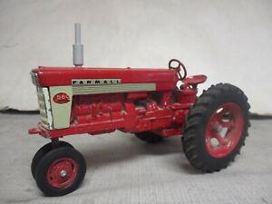 "(1958) IH Farmall Model 560 Toy Tractor ""Fast Hitch"" 1/16 Scale, All Original"