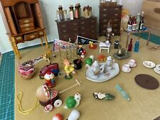 Dollhouse 1:12 furniture lot. dresser and accessories.