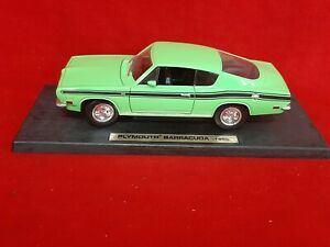 Road Legends 1969 Plymouth Barracuda  1:18 Die Cast Car Lime Green