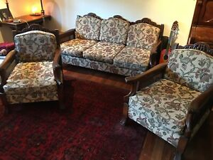 Antique Lounge Suite in good condition