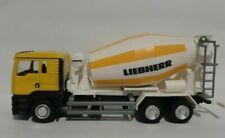 Camions miniatures jaunes MAN
