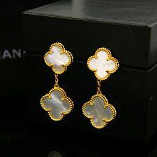 Boucles d`Oreilles Clous Deux Fleur Trèfle Nacre Blanc Plaqué Or 18K TRT1