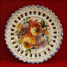 Petite assiette décorative en faïence craquelée ajourée, thématique florale