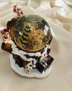 CHRISTMAS Musical Mice In Tree Trunk Snow Globe Rare VINTAGE
