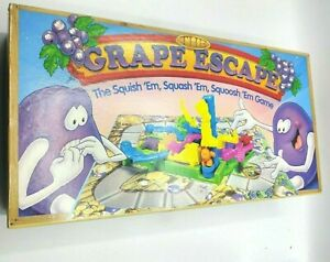 The Grape Escape Board Game 1992 Parker Bros Complete with Play Doh (TL)