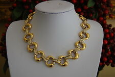 MAGNIFICENT HIGH COUTURE NINA RICCI GOLD TONED METAL NECKLACE WITH RHINESTONES