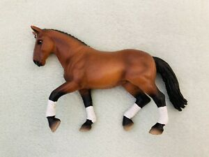 Schleich - 2004 - Bay Hanoverian Dressage Horse (mare) - Used