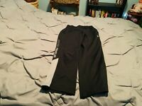 UNDER ARMOUR Boy's Black Athletic Pants. Size Medium  USA FREE SHIPPING!