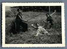 Indochine, jeux d'enfants   Vintage silver print  Tirage argentique d&#03